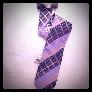 Lavender and purple neck tie and pocket square